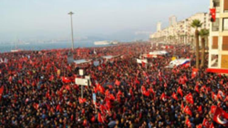 En az 250 bin kişi İzmirli Andımızı okudu