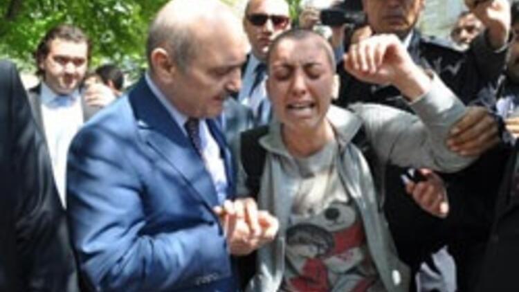 Bakanın cevabı kanser hastası kızı ağlattı