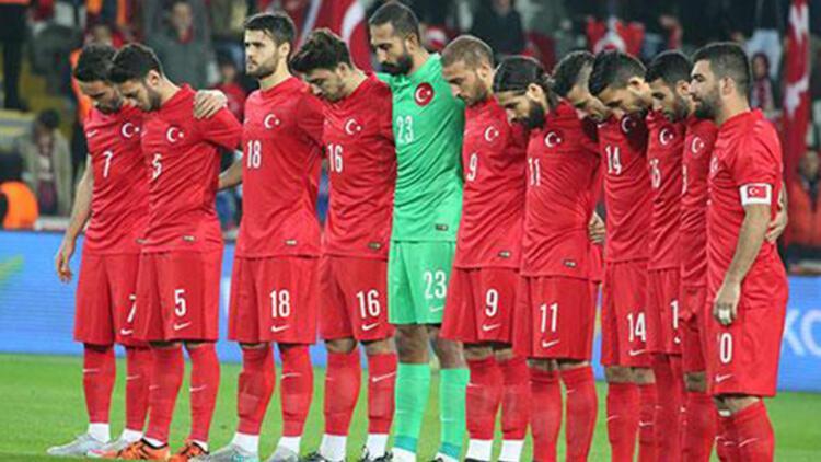 Dünya basını Türkiye-Yunanistan maçındaki ıslık ve protestoyu nasıl gördü: Bir dakikalık utanç