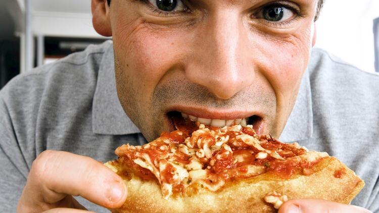 'Hızlı yemek yiyen erkekler erken boşalıyor'