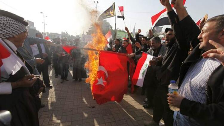 Irak'ta Türk Bayrağı yakıldı