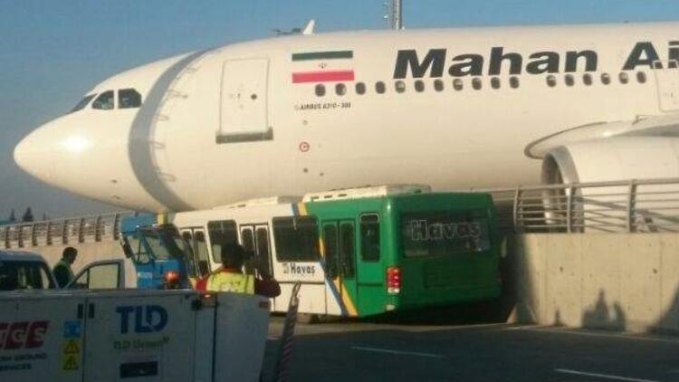 İran uçağı Atatürk Havalimanı'nda korkuluklara çarptı