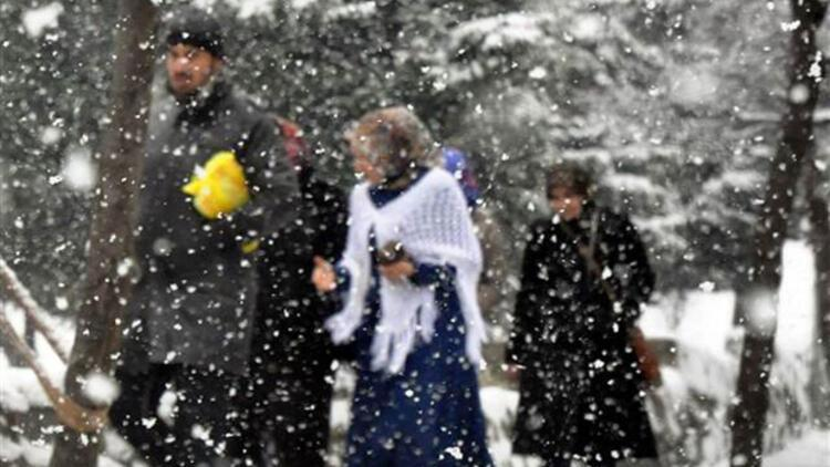 İstanbul'da lapa lapa kar yağışı sürprizi