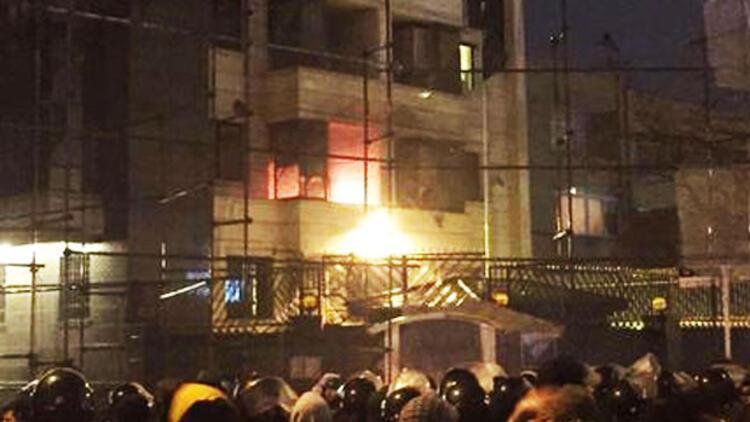 İran'daki Suudi Arabistan konsolosluğu ve elçiliği ateşe verildi