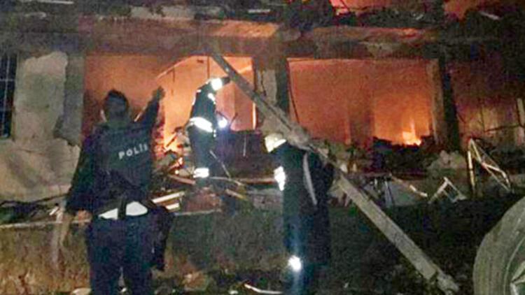 Diyarbakırın Çınar İlçesinde PKK'lı teröristler Emniyet'e bombalı araçla saldırdı: 1 şehit, 3ü bebek 5 sivil öldü, 43 yaralı