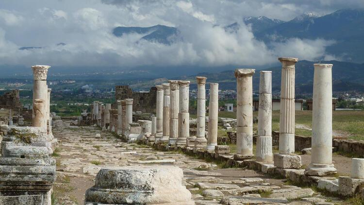 Laodikya kazılarına hava muhalefeti arası