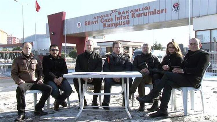 Uluslararası basın örgütleri Can Dündar ve Erdem Gül'e tecriti Silivri'de kınadı