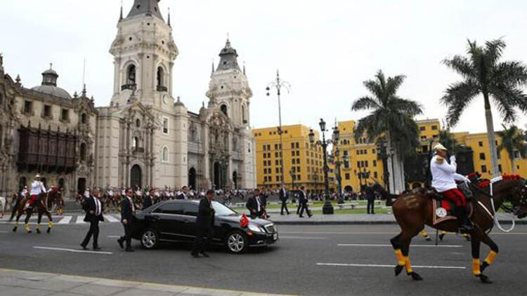 Cumhurbaşkanı Erdoğan, Peru'da zırhlı makam aracı yerine o aracı tercih etti