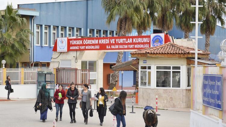 8 kız öğrenci protesto yaptığı için yurttan atıldı
