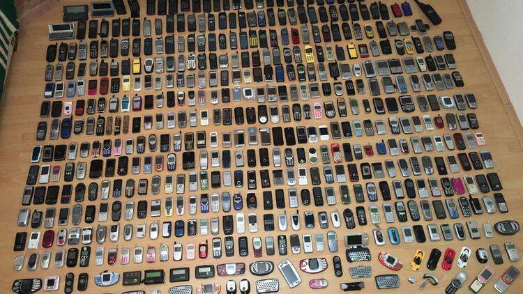 22 senelik antika cep telefonu koleksiyonu 200 bin TL'ye alıcı bekliyor