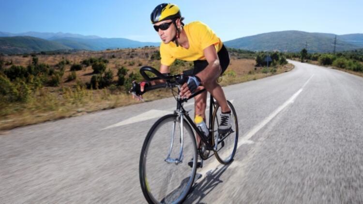 Bisikleti neden sadece hareket halindeyken dengede tutabiliyoruz?
