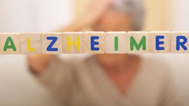 Alzheimer ve demans arasında nasıl bir fark var?