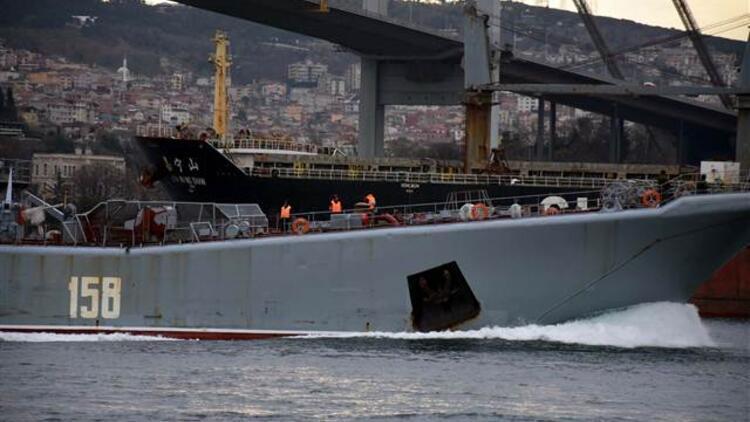 """Rus savaş gemisi """"Caesar Kunikov"""" geniş güvenlik önlemleriyle boğazdan geçti"""