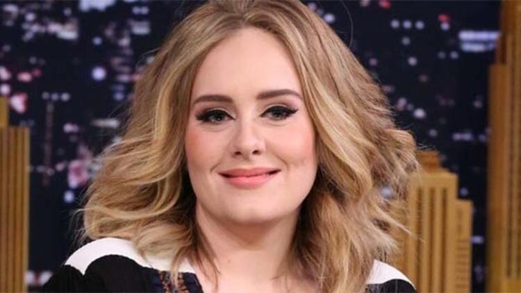 Adele'in özel fotoğrafları hacklendi!
