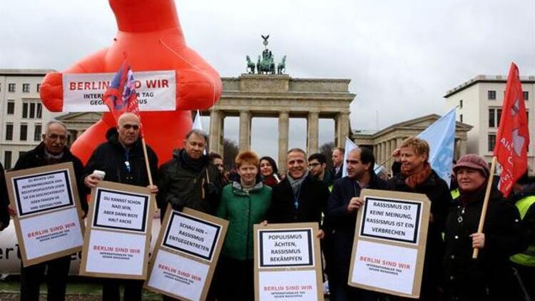 "Irkçılığa karşı ""Berlin Biziz"" gösterisi"