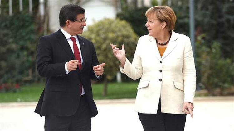 Almanya Başbakanı Merkel'den 'Erdoğan' şiirine sert tepki