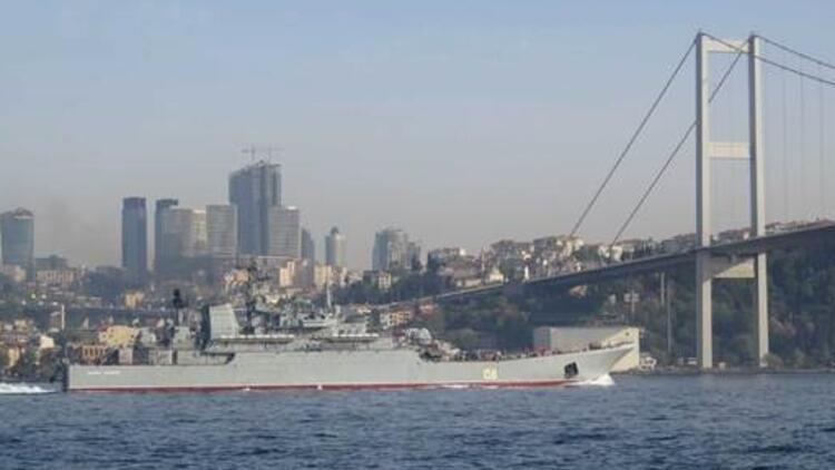 O gemi tekrar Boğaz'dan geçti, Rus askerleri sipere yattı