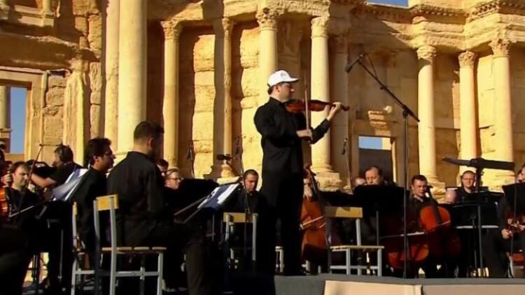 IŞİD'in tahrip ettiği o kentte teröre inat konser