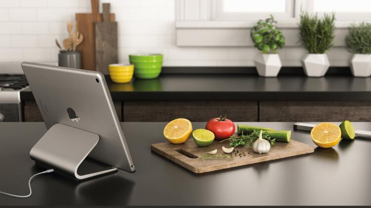 Logitech'ten iPad Pro'ya özel şarj standı