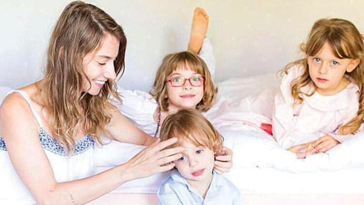Tuba Ünsal çocuklarıyla poz verdi