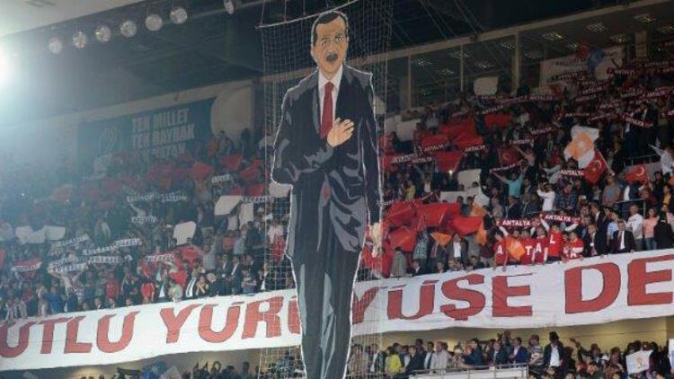AK Partililerden üç lidere koreografi