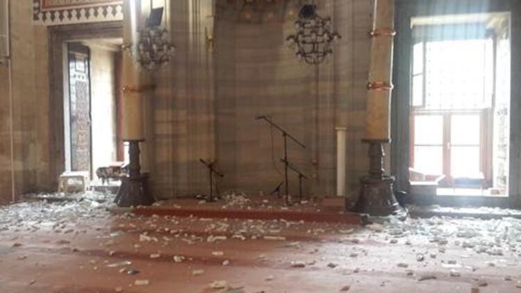 Vezneciler'deki saldırı tarihi camide hasara yol açtı