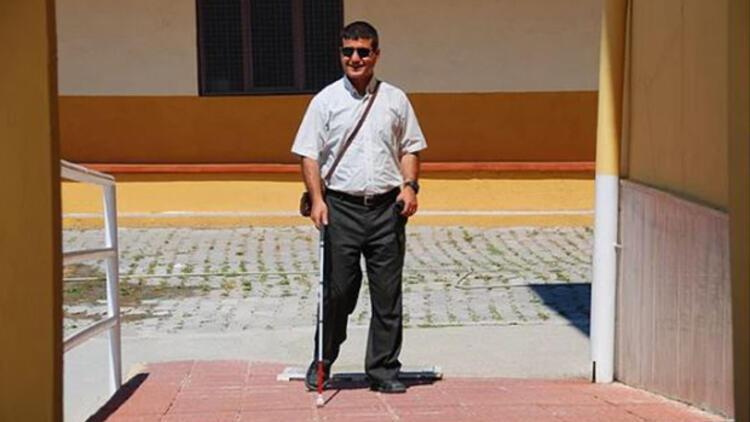 Görme engelli Menderes öğretmenin aydınlık hikâyesi