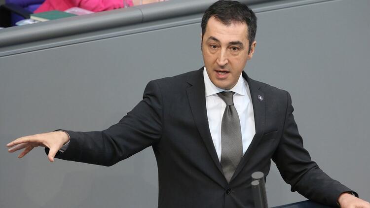Almanyada 11 Türkiye kökenli milletvekiline polis koruması