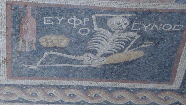 Hatay'daki mozaikteki 'Neşeli ol hayatını, yaşa' tercümesi yanlış değilmiş