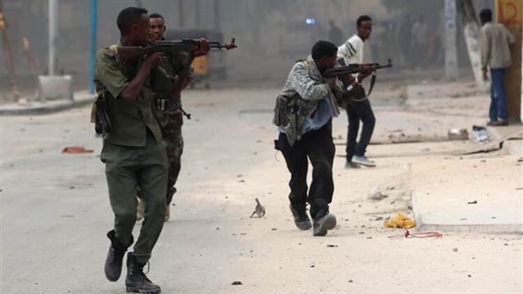 Somali'de otele kanlı baskın