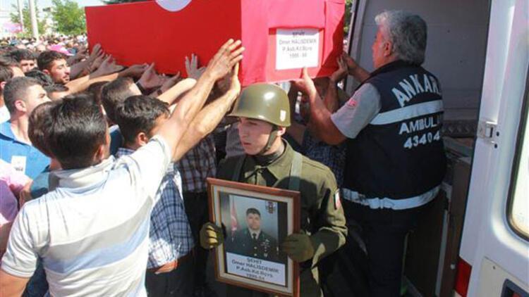 Darbeci generali öldüren Astsubay Halisdemir toprağa verildi