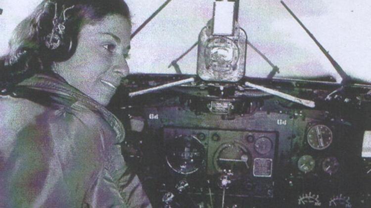 Türkiye'nin ilk kadın subayları