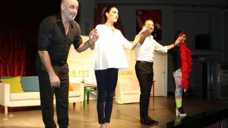 Yetersiz Bakiye tiyatro severler ile buluşuyor