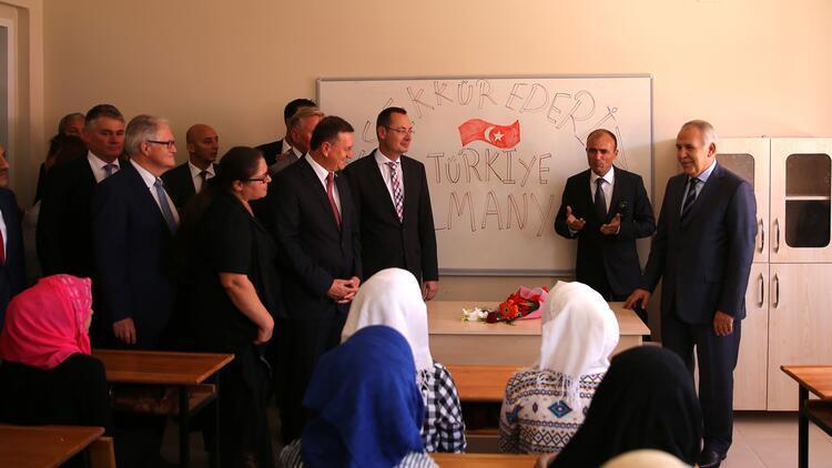 Hatay'da Suriyeli öğrenciler için okul açıldı