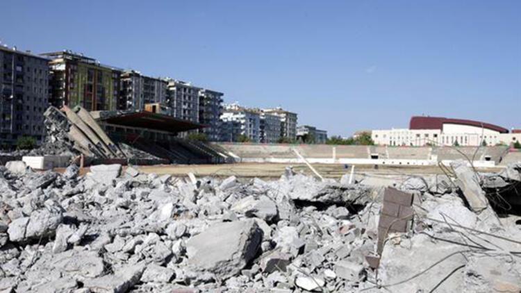 Diyarbakır Atatürk Stadı yıkılıyor