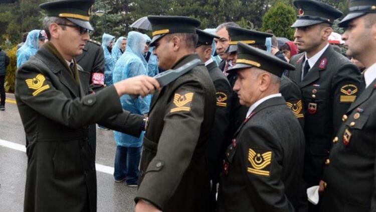 Askerler de dahil herkes tek tek aranarak Anıtkabir'e alındı