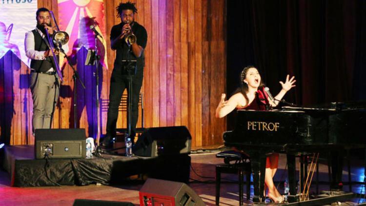 Karsu Dönmez Makedonya'da konser verdi