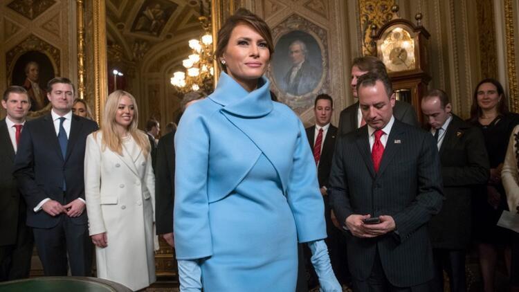 Melania Trump başlattı: Bebek mavisi nasıl kombinlenir?