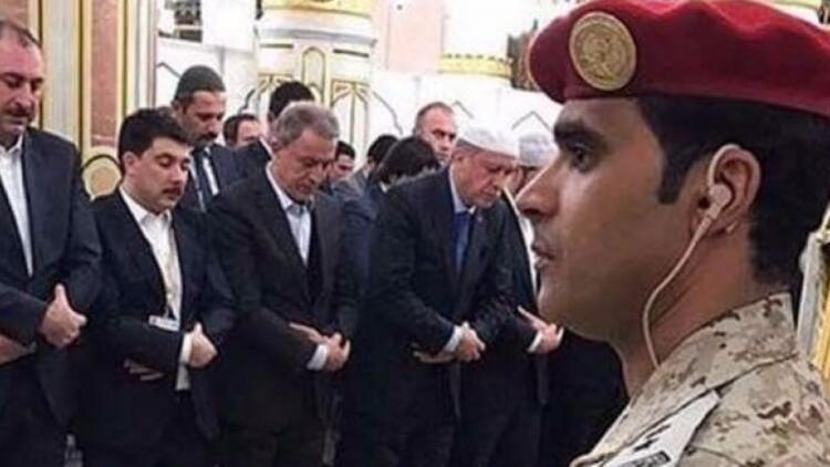 Erdoğan ve Akar Mescid-i Nebevi'de namaz kıldı