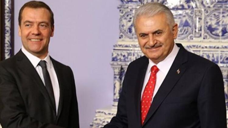 Son dakika: Başbakan Yıldırım ve Medvedev telefonda görüştü