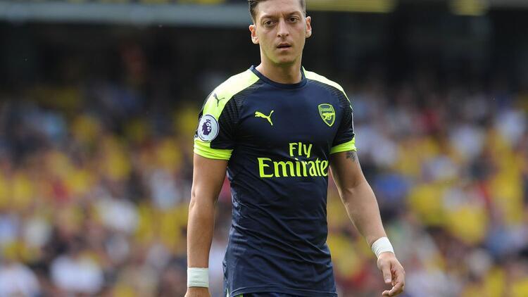 Mesut Özil formayı giyecek!