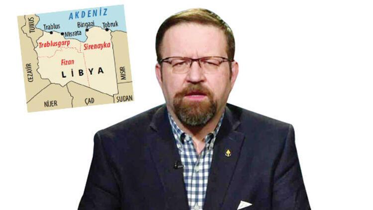 Peçete üzerinde Libya'yı bölmüş