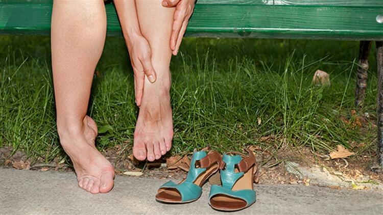Ayak bileğinde renk değişikliği neden oluşur?