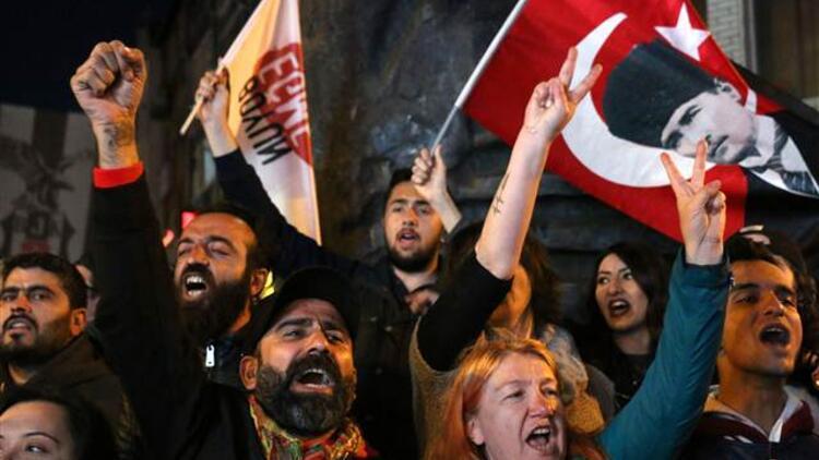 İstanbul'da referandum protestolarına 19 gözaltı