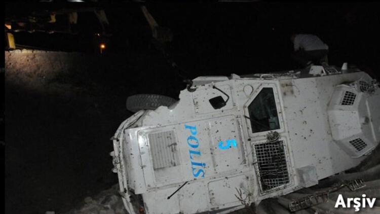 Polis aracı devrildi... Yaralılar var