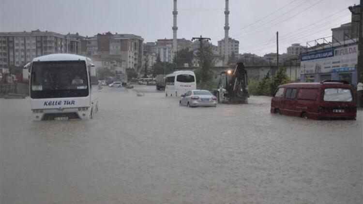 3 saatlik sağanak yağmur Çerkezköy'ü felç etti