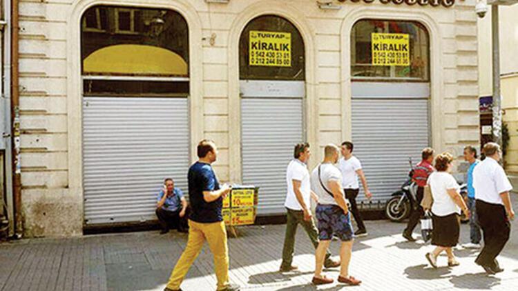 3 caddede 108  dükkan boş kaldı
