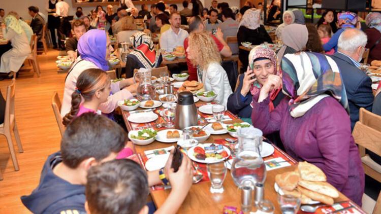Yıldız Holding'den komşularına iftar