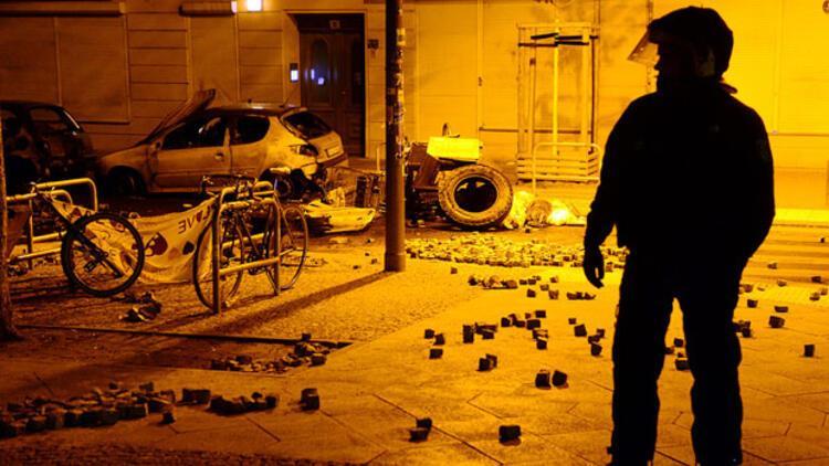 Berlin'de sol gruplar polisle çatıştı