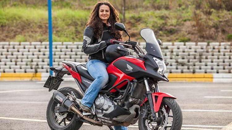 Akademisyen Asil Özbay motosikletiyle bu yıl da yollarda!